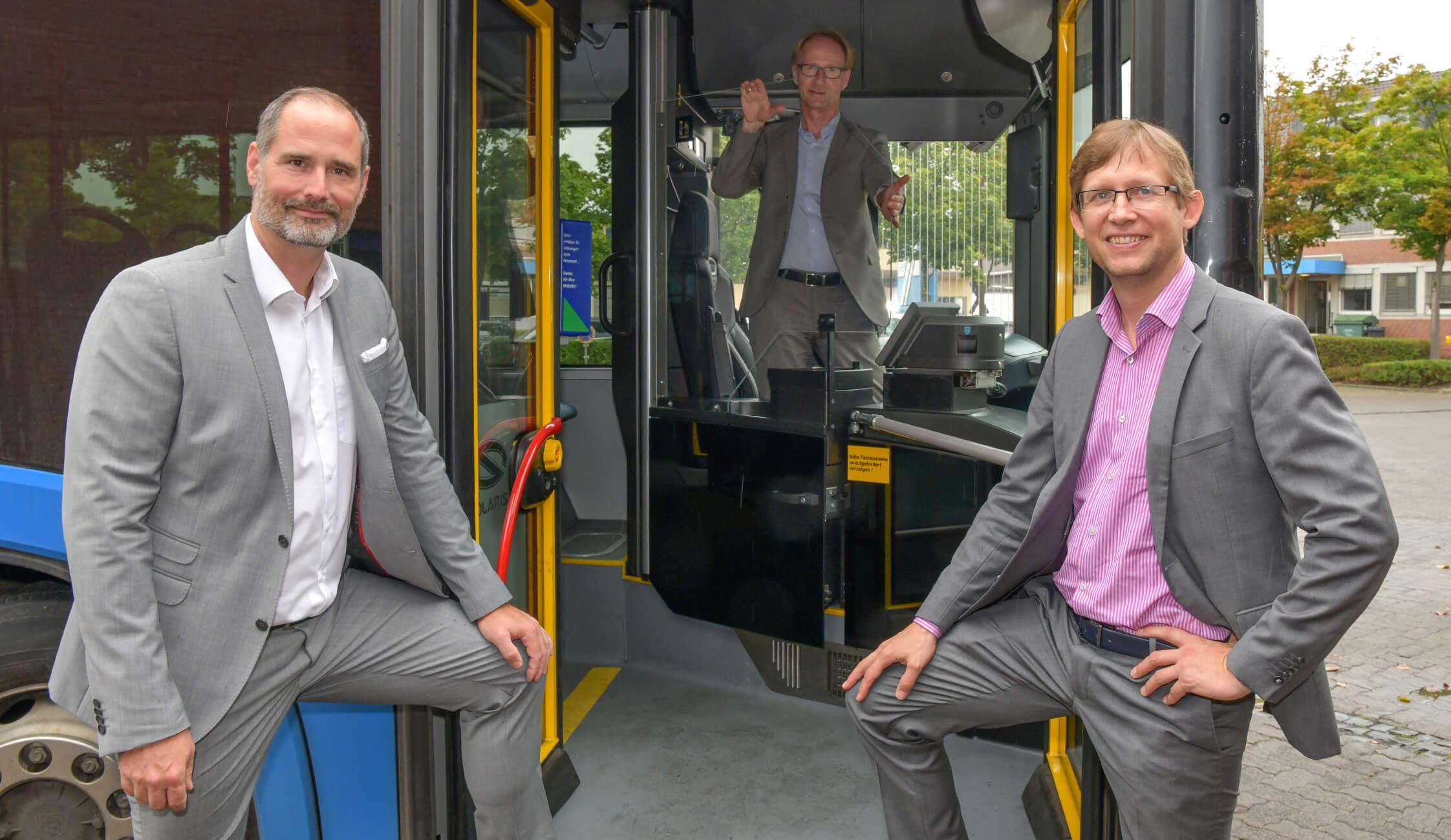 KVG und Hübner stellen Trennscheiben für Busfahrer vor