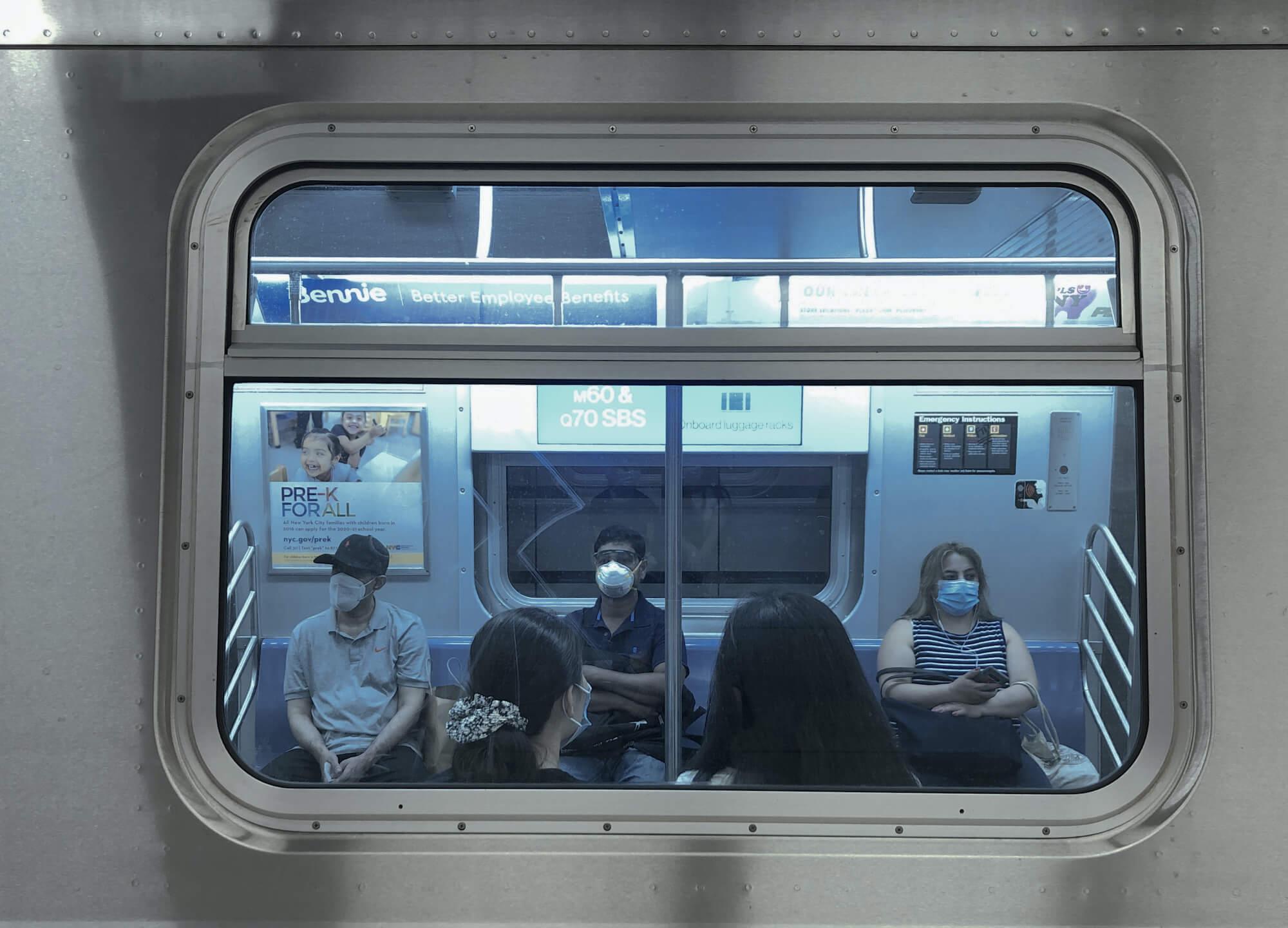 Fahrgäste in der New Yorker U-Bahn.