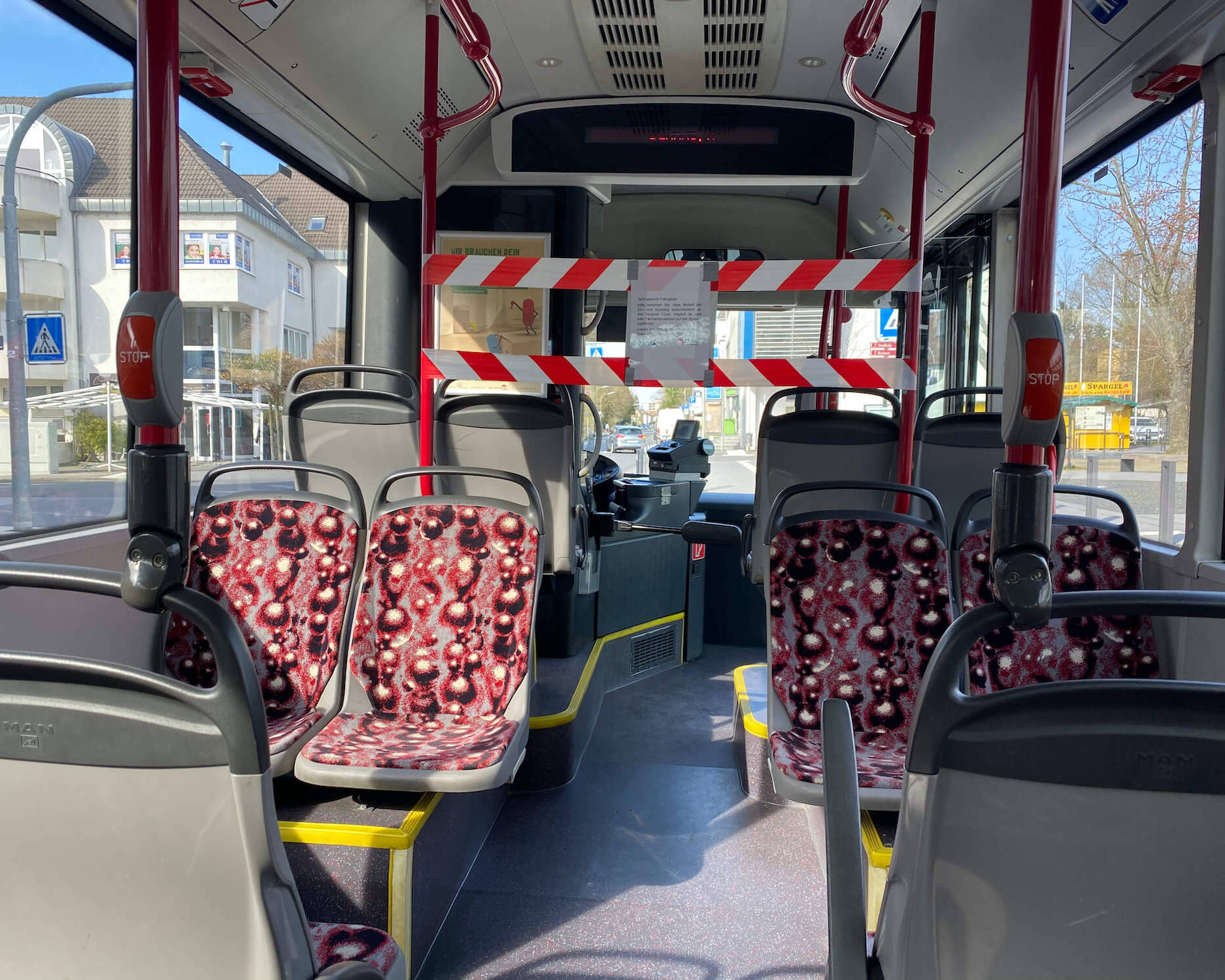 Bus-Fahrerraum ist abgesperrt.
