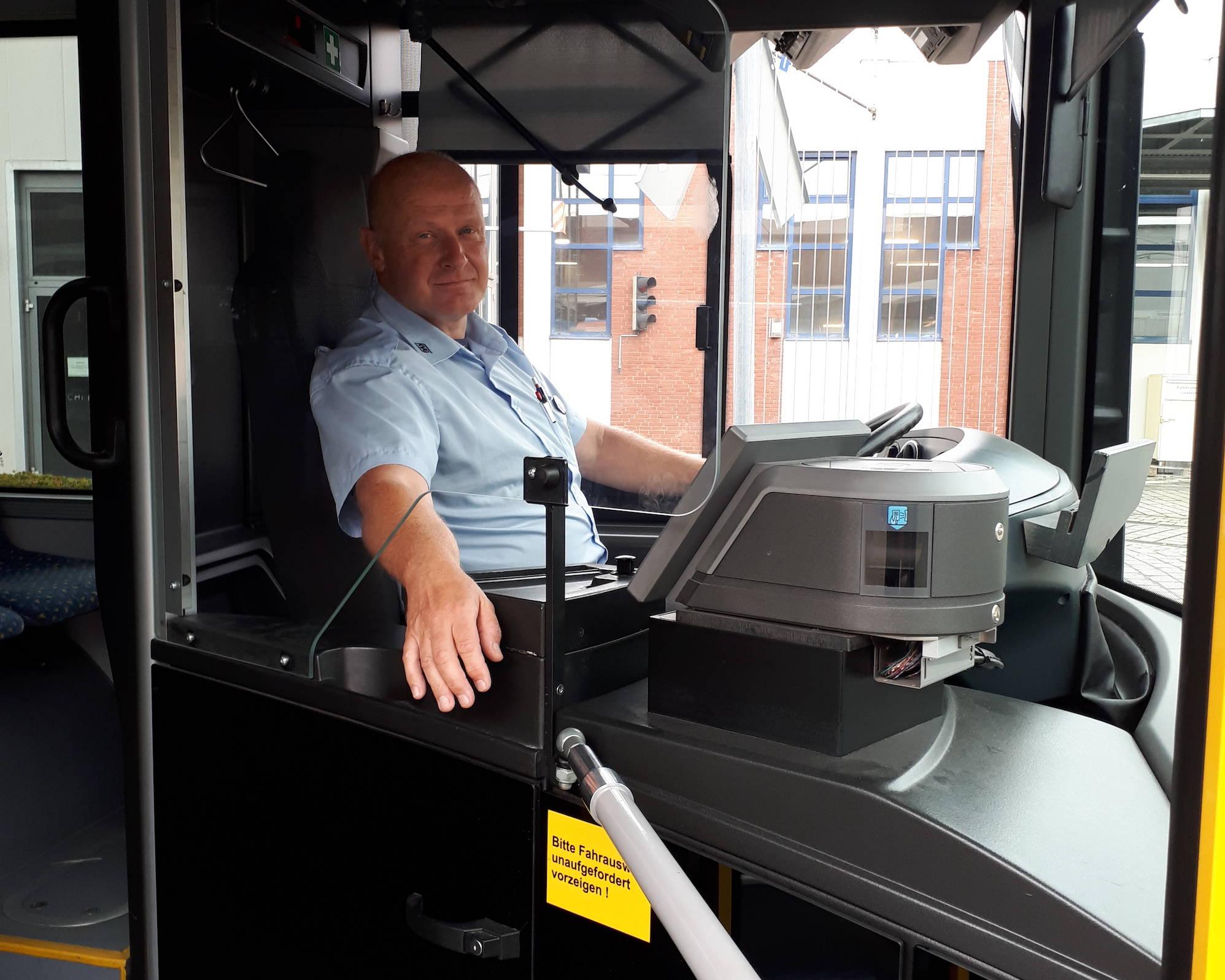 KVG-Busfahrer hinter Trennscheibe