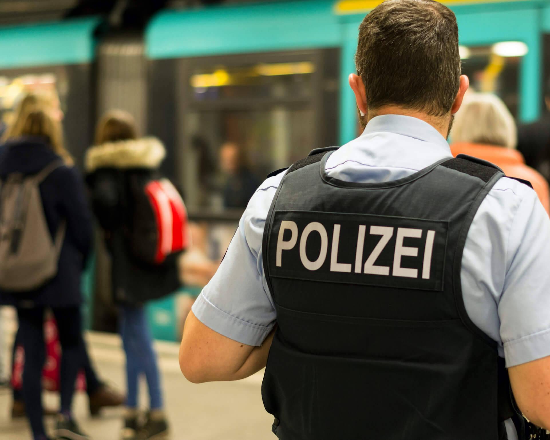Maskenkontrolle bei der VGF durch die Polizei.
