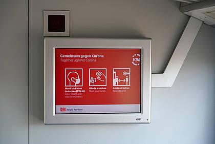 Corona-Hinweis in DB Fahrzeug